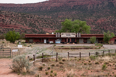 Fry Canyon Lodge